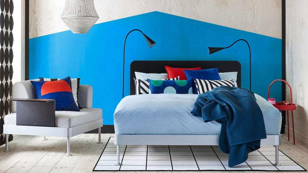 Sängen Delaktig är framtagen i samarbete med Tom Ford. Serien består av olika delar man själv kombinerar ihop.