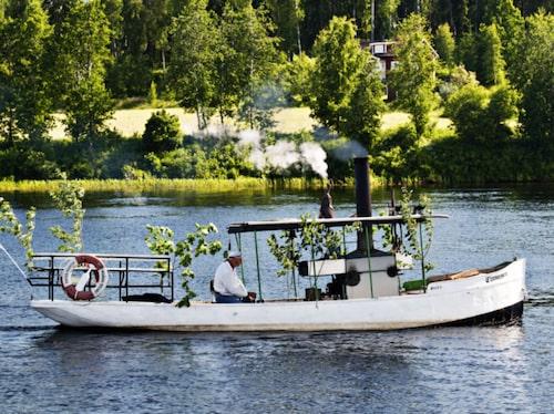 De är väl medvetna om att det mesta vi betraktar som svenska traditioner kommer från Dalarna.