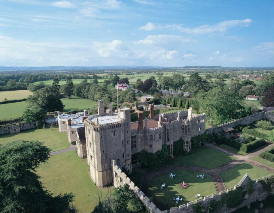 THORNBURY CASTLE. Ett slott med kungliga anor.
