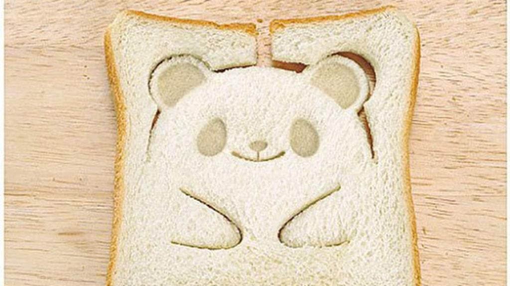 """<p>Rostmackan som kommer att göra succé hos barnen. Köpställe: <a href=""""http://www.amazon.com/Taidea-Adorable-Animals-Pocket-Sandwich/dp/B00Q6DEFGK/ref=sr_1_1?s=kitchen&amp;ie=UTF8&amp;qid=1444377344&amp;sr=1-1&amp;keywords=panda+toast"""" target=""""_blank"""">Amazon.com </a></p>"""