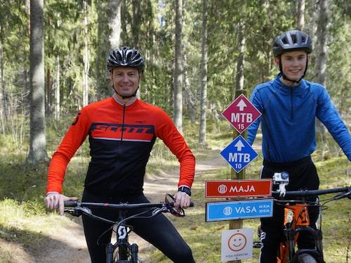 Daniel och Emil Eriksson – far och son på cykeltur.