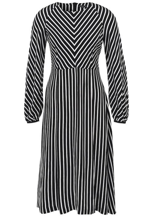 Långärmad klänning från Stockh lm med ballongärm. Klänningen har en något utställd kjolsdel som ger ett fint fall, 699 kr, MQ.