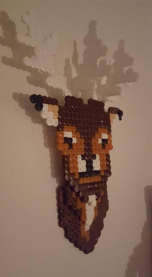 Den här hjorten har Monica också pärlat ihop med sin son.
