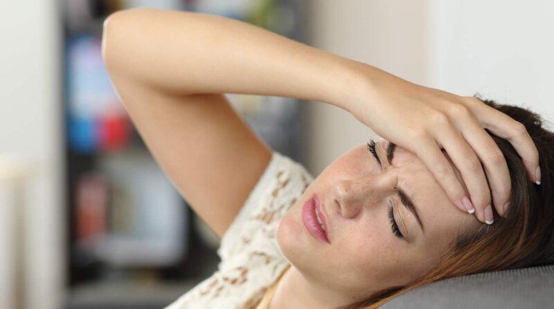 vaknar med huvudvärk