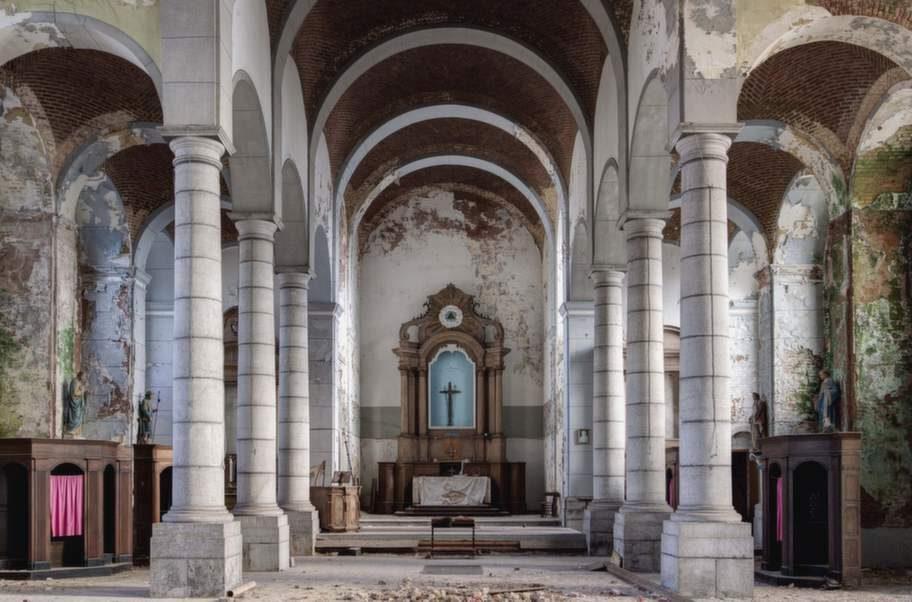 En bortglömd kyrka i Belgien passar bra för den som vill utforska sin omgivning med kamerans hjälp.