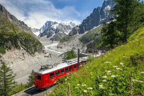 Njut av de vackra vyerna i Alperna under en 1–2 veckor lång tågresa genom Europa.