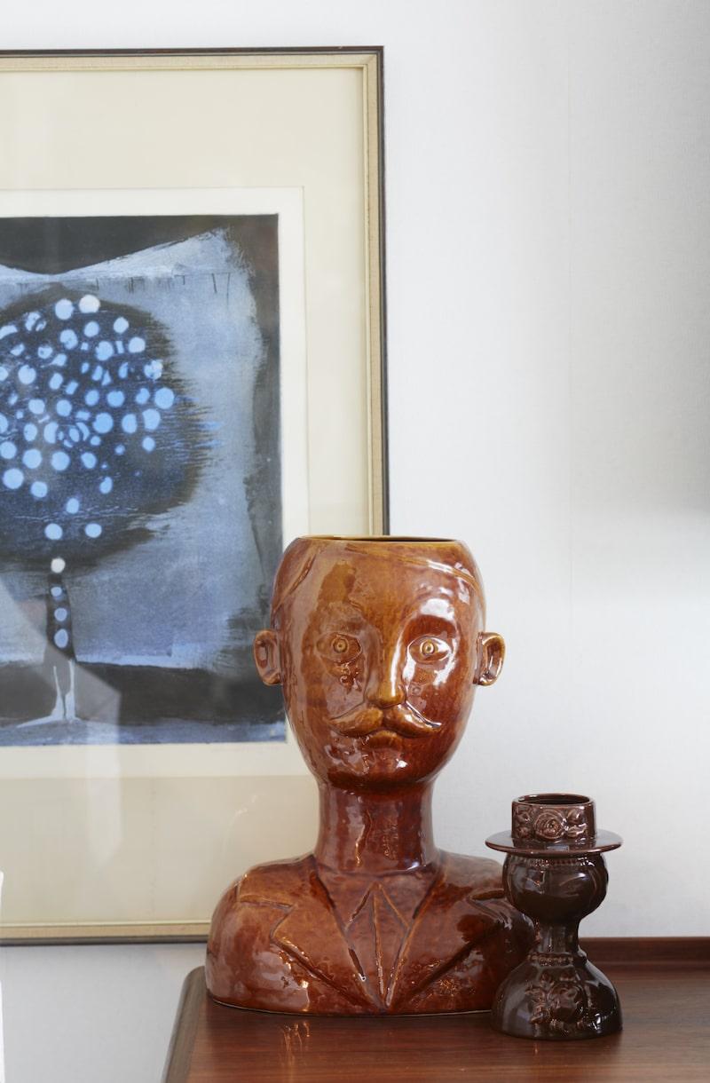 Keramik. Keramik från 70-talet är en favorit. Mustaschmannen är italiensk design och den lilla damen är från Jie keramik.