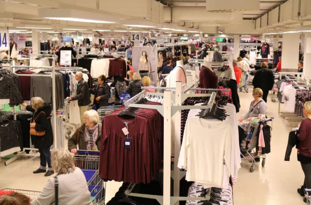 <p>Kläder står för en tredjedel av varuhusets försäljning. Störst är damavdelningen.</p>