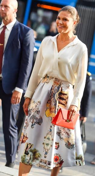 d61a81510150 Victoria i kjol av svenska designern Maxjenny Forslund. Foto: HANNA  FRANZéN/TT