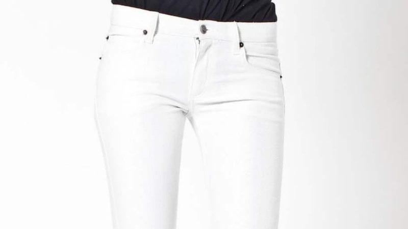 Använd inte vanligt färgborttagningsmedel på vita jeans.