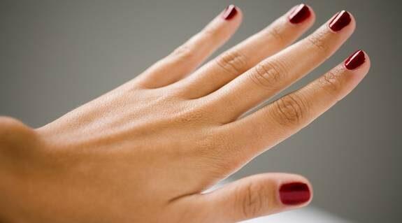 Vackra naglar kan du fixa själt - här är elva tips på hur du gör!