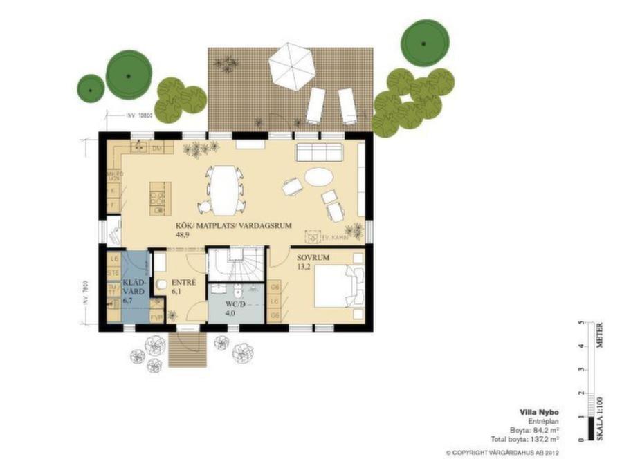Fakta<br>Namn: Villa Nybo<br>Typ: 1,5-planshus med fem-sex rum och kök på 137,8 kvadratmeter.<br>Pris: 2 131 000 kronor i Göteborgsområdet, exklusive utvändig målning. 15 464 kronor kvadratmetern.<br>Husföretag: Vårgårdahus vargardahus.se